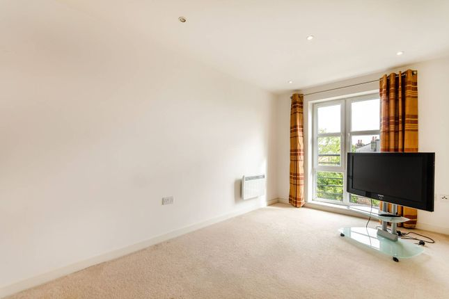 Thumbnail Flat to rent in Coombe Road, Kingston