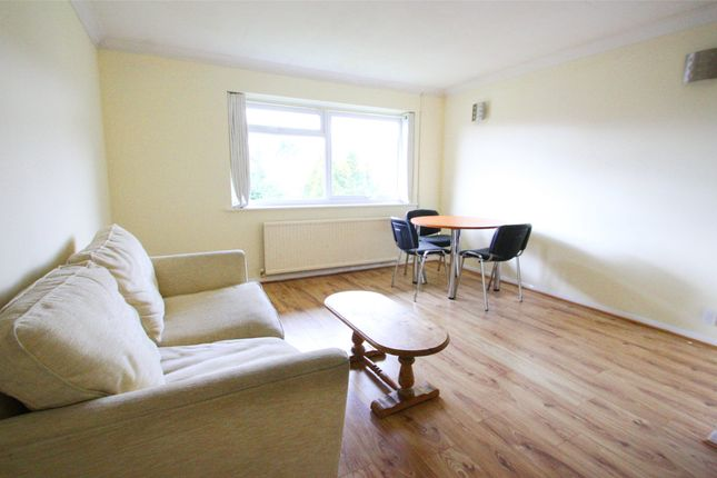 1 bed flat to rent in Wendover Court, Wendover Road, Staines-Upon-Thames, Surrey