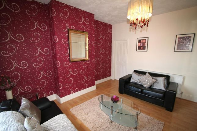Thumbnail Property to rent in Flat 1, 390 Kirkstall Road, Burley