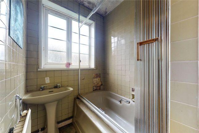 Bathroom of Beaumont Court, Upper Clapton Road, London E5