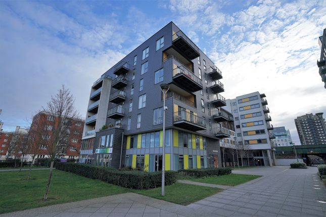 Thumbnail Flat for sale in Harrison House, Martineau Square, London