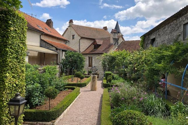 Midi-Pyrénées, Aveyron, Salles Courbaties