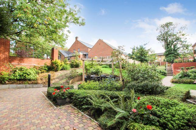 Thumbnail Flat for sale in Leston Road, Leighton Buzzard