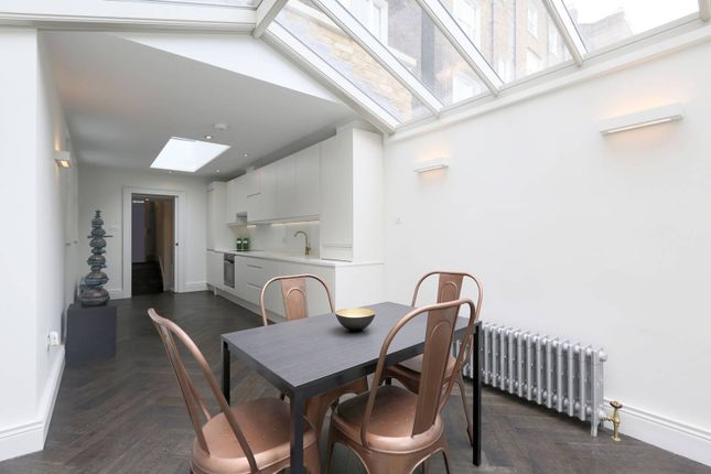 Thumbnail Maisonette to rent in Guilford Street, Bloomsbury