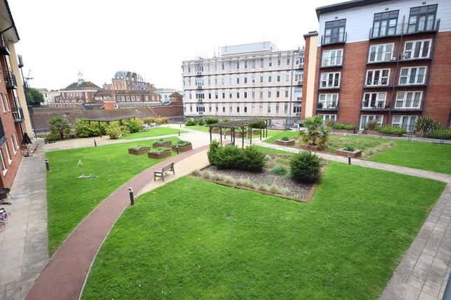 Thumbnail Flat to rent in New North Road, Exeter