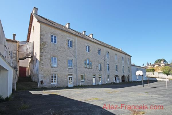 Chef Boutonne Property For Sale