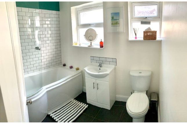Bathroom of Carnarvon Road, West Bridgford NG2
