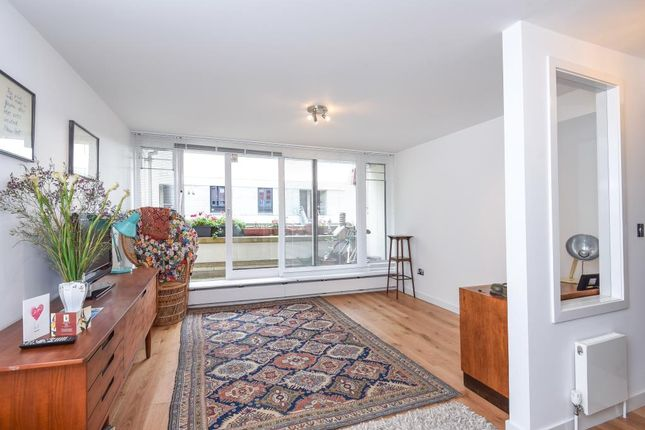 Thumbnail Flat for sale in Lulot Gardens, Archway, London