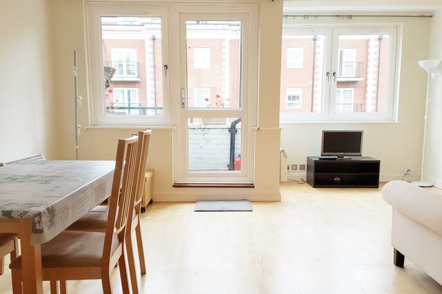 2 bed flat to rent in Wimborne House, Harewood Avenue, London