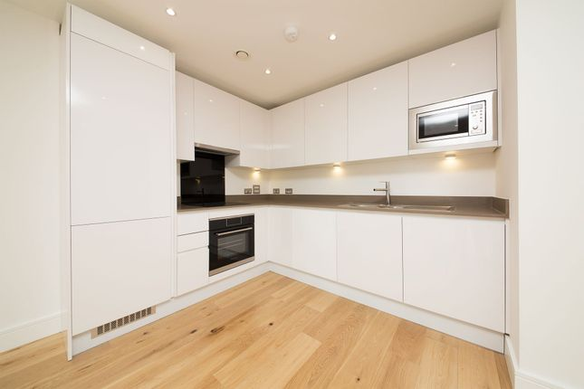 1 bed flat to rent in Sky View Tower, 12 High Street, Stratford, London