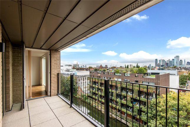 Thumbnail Flat for sale in De Beauvoir Crescent, London