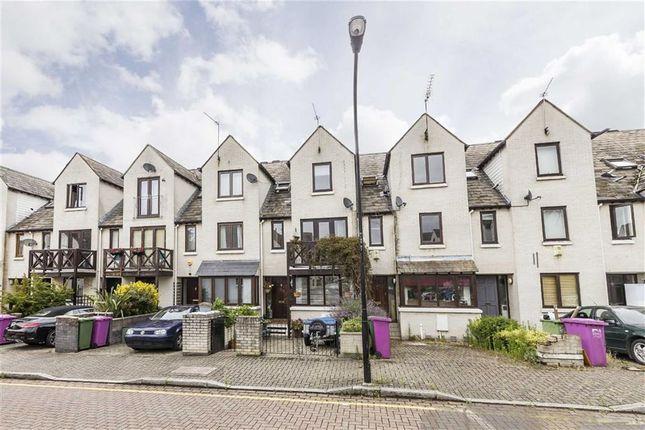 Thumbnail Flat to rent in Wynan Road, London