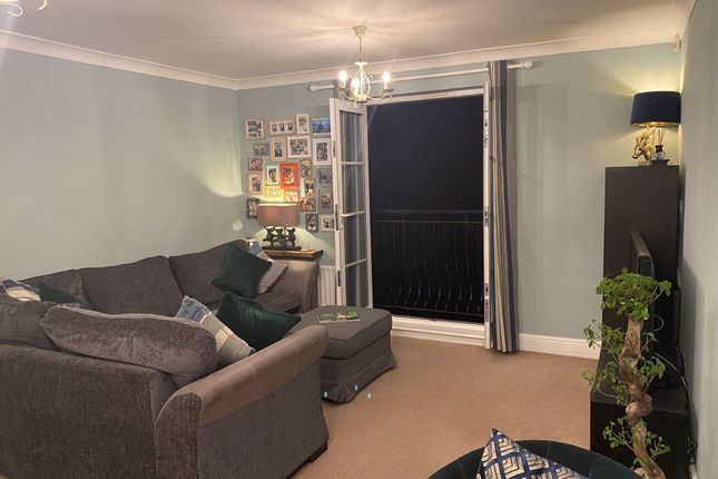 Thumbnail Flat to rent in Woodside Avenue, London