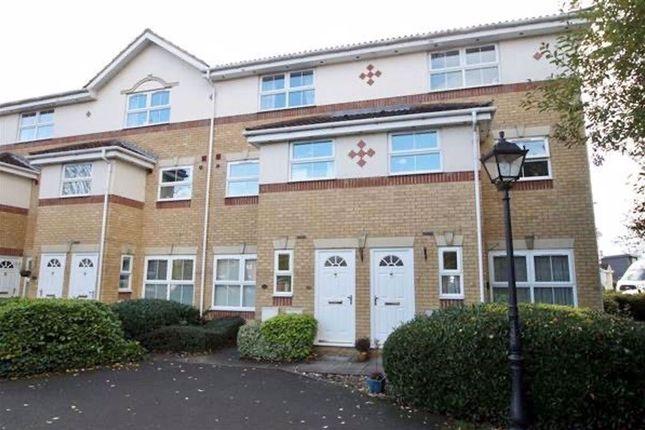 4 bed maisonette to rent in Manor Court, Cippenham, Slough SL1