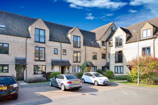 Thumbnail Flat for sale in Beechgate, Witney, Oxfordshire