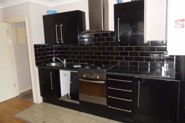 Thumbnail Flat to rent in Leagrave, Marsh Road, Ref: P2749
