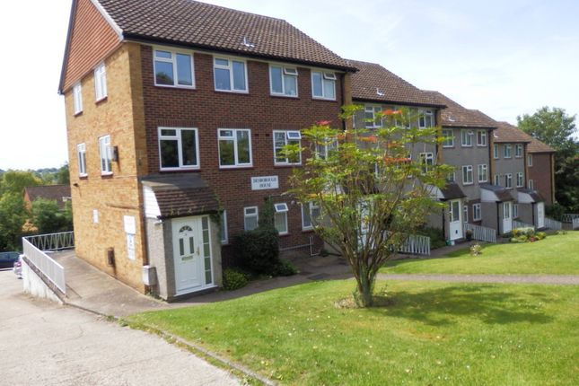 2 bed maisonette to rent in Amersham Hill, High Wycombe
