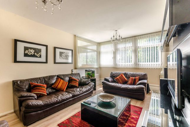 3 bed maisonette for sale in Cable Street, Shadwell