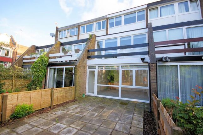 3 bed property for sale in Links View, Finchley