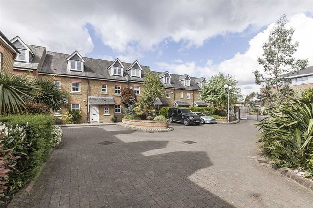 Thumbnail Terraced house to rent in Tersha Street, Richmond