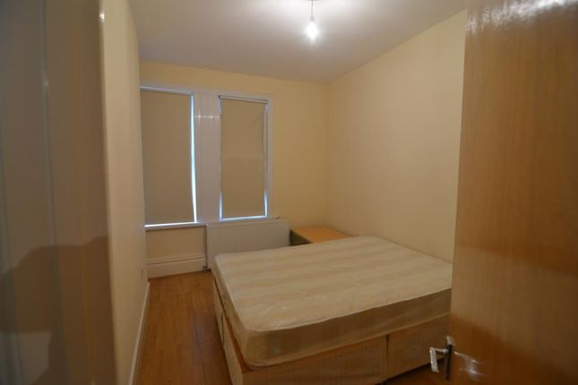 2 bed flat to rent in Church Lane, London