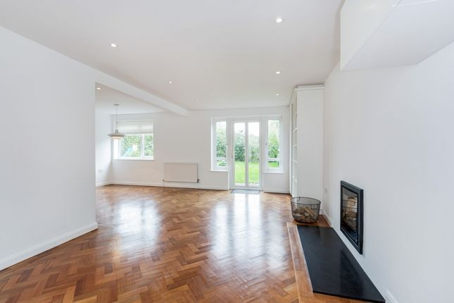 Thumbnail Detached house to rent in Altwood Drive, Maidenhead