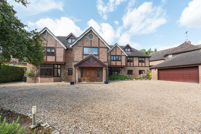 Thumbnail Detached house to rent in Daleside, Gerrards Cross