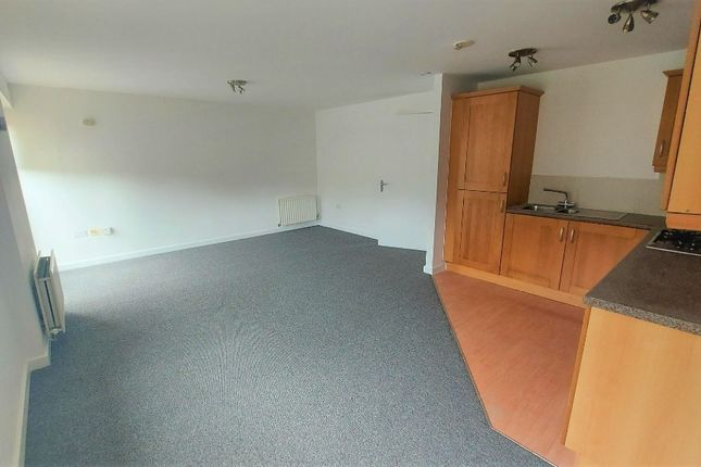 2 bed flat to rent in Beeches Bank, Norfolk Park, Sheffield S2