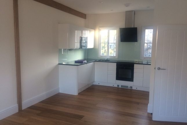 2 bed flat to rent in Newton Road, London