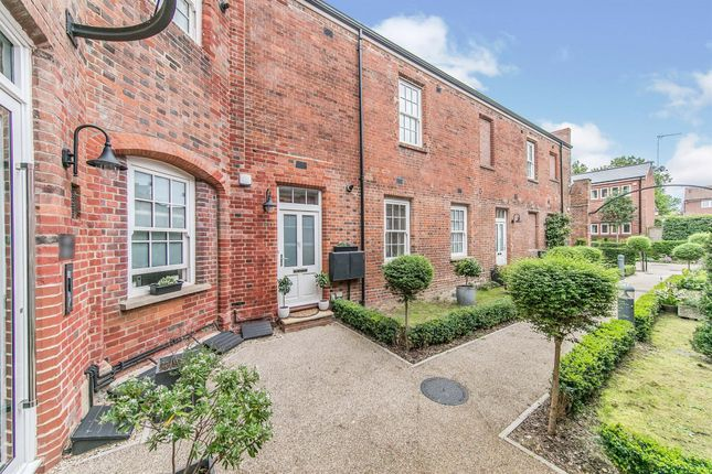 2 bed flat for sale in Walnut Tree Place, Simon Theobald Close, Sudbury CO10