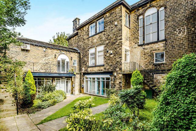 Moorside Avenue, Crosland Moor, Huddersfield HD4