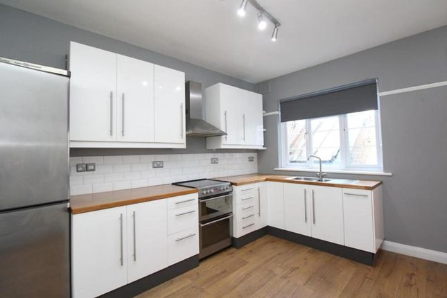 3 bed maisonette to rent in Broadway Mansions, Station Road, Upminster, Essex RM14