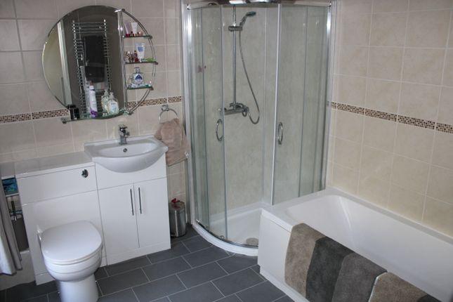 Bathroom  of Llewellyn Street, Pontygwaith CF43