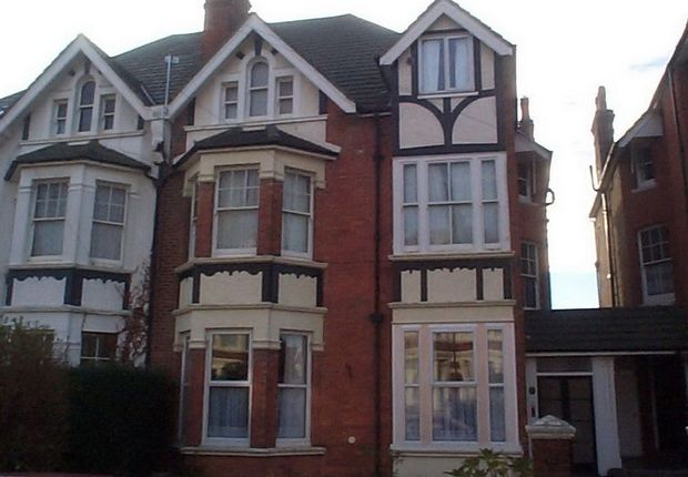 Flat to rent in Wickham Avenue, Bexhill-On-Sea, East Sussex