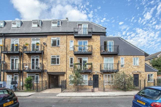 Flat to rent in Selby Street, Whitechapel