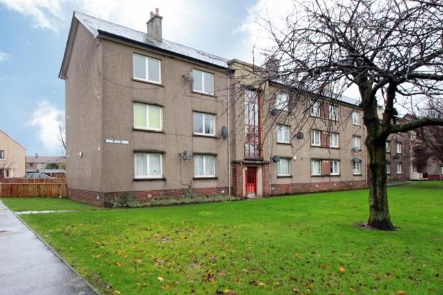 Thumbnail Flat to rent in Chisholm Place, Grangemouth, Falkirk