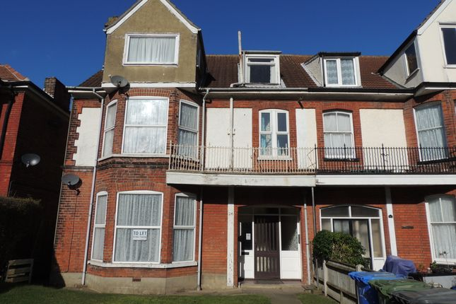 Thumbnail Flat to rent in Lyndhurst Road, Lowestoft