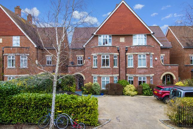 Thumbnail Semi-detached house to rent in Stone Meadow, Oxford