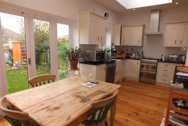 4 bed terraced house to rent in Eastbourne Avenue, Acton