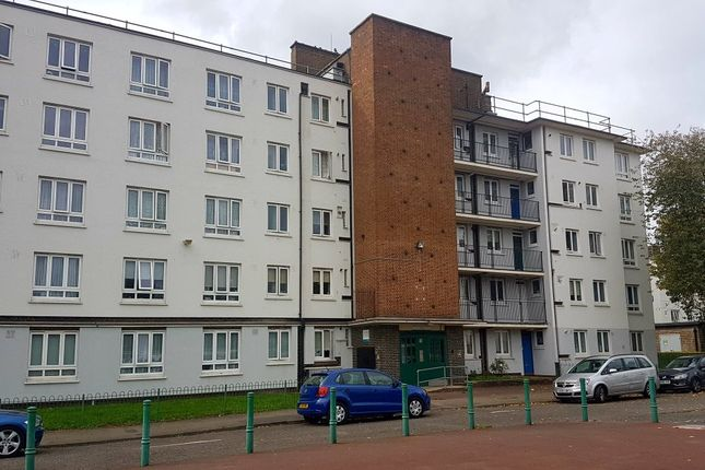 Thumbnail Flat to rent in Eveline Lowe Estate, London