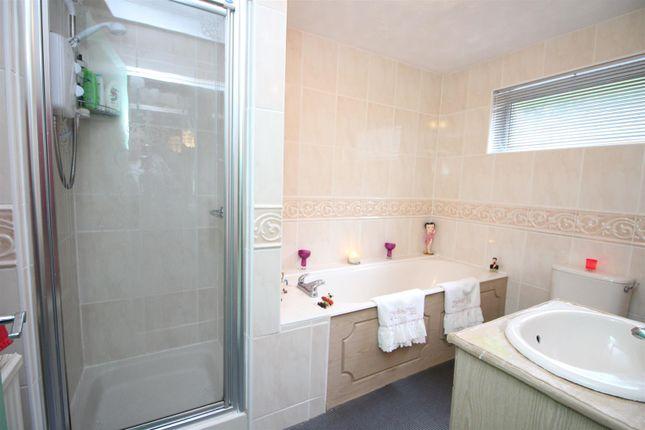 Family Bathroom of Lyle Grove, Greenock PA16