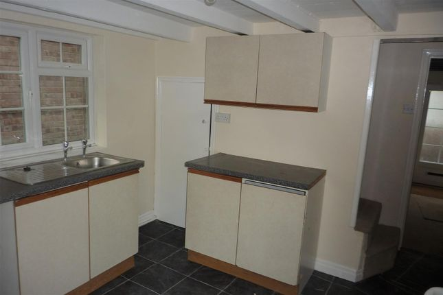 16 Cockpit Hill, Brompton - Kitchen 2