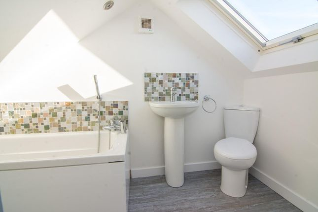 En-Suite of Broadlands Avenue, Pudsey LS28