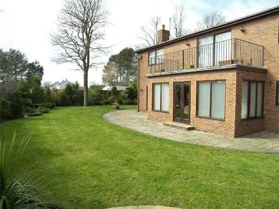 Barkfield lane formby liverpool l37 5 bedroom detached for Furniture 66 long lane liverpool