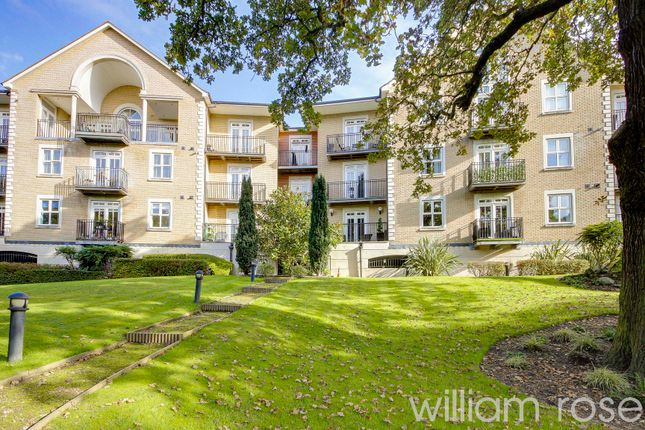 4 bed flat for sale in Regents Drive, Woodford Green IG8