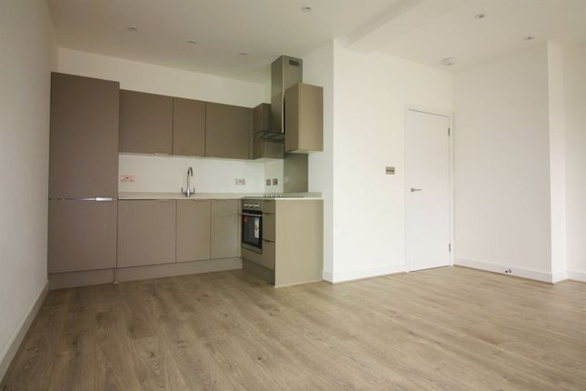 Thumbnail Flat to rent in Stonehills, Welwyn Garden City