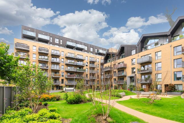 Thumbnail Flat for sale in Anderson Square, London