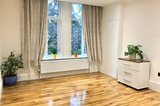 2 bed flat to rent in Overdale, Stockport Road, Hyde SK14