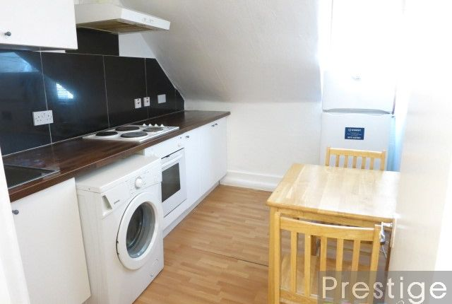 1 bed flat to rent in West Green Road, London