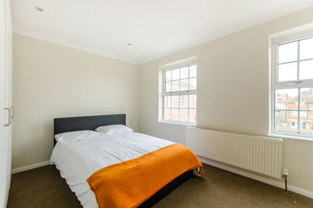 Thumbnail Flat to rent in Blenheim Close, Winchmore Hill